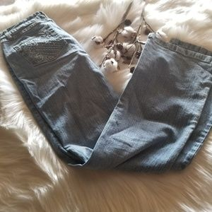 Cute Jeans with stitching on back pockets